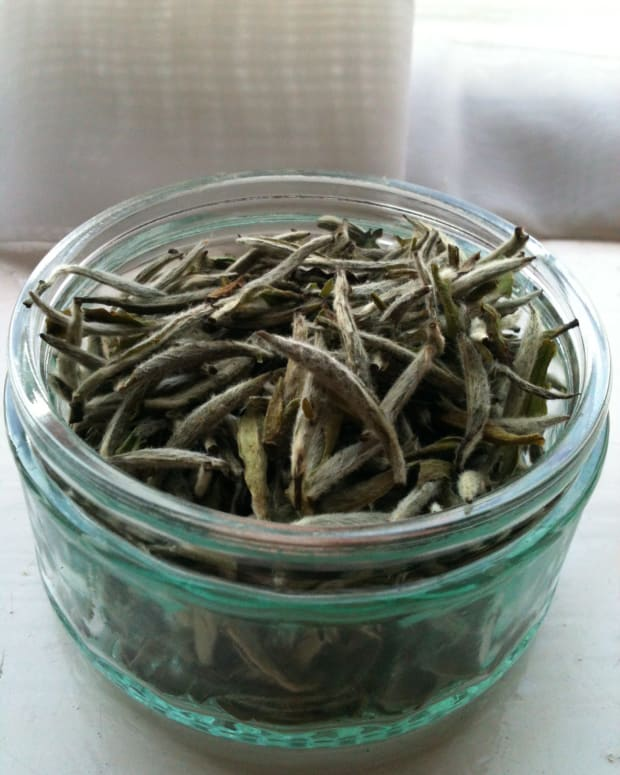 a-complete-guide-for-newbies-to-green-and-white-tea