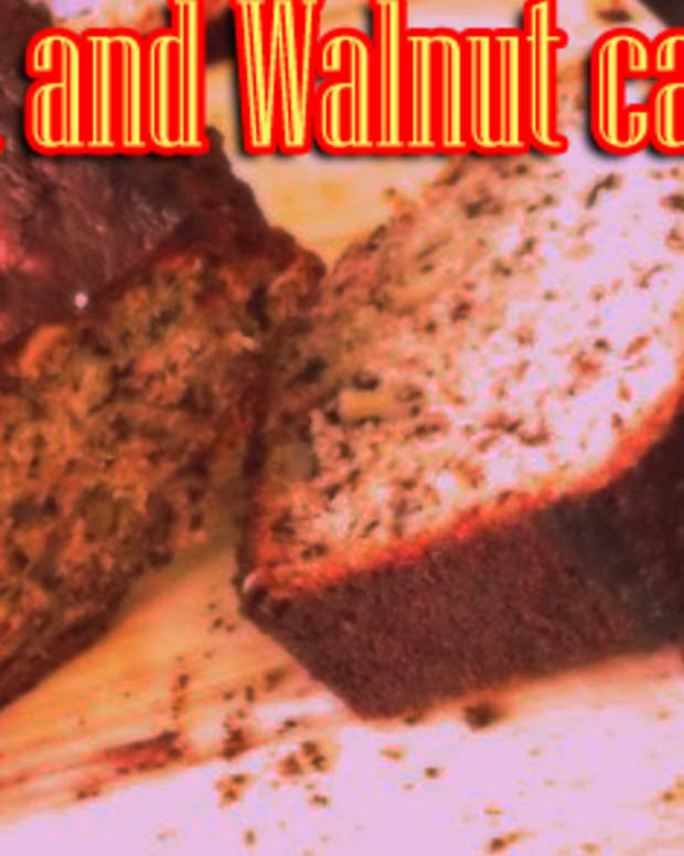 Banana and walnut loaf cake