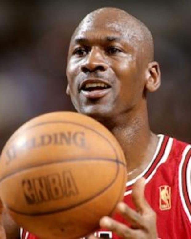 best-of-michael-jordan-top-10-highlights-dunks