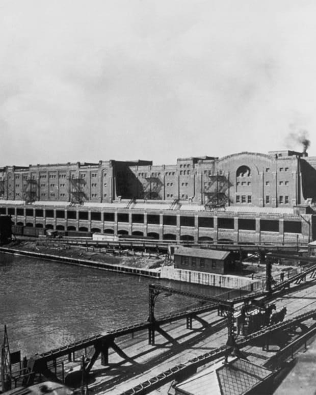 forgotten-architectural-masterpiece-chicagos-pennsylvania-railroad-freight-terminal