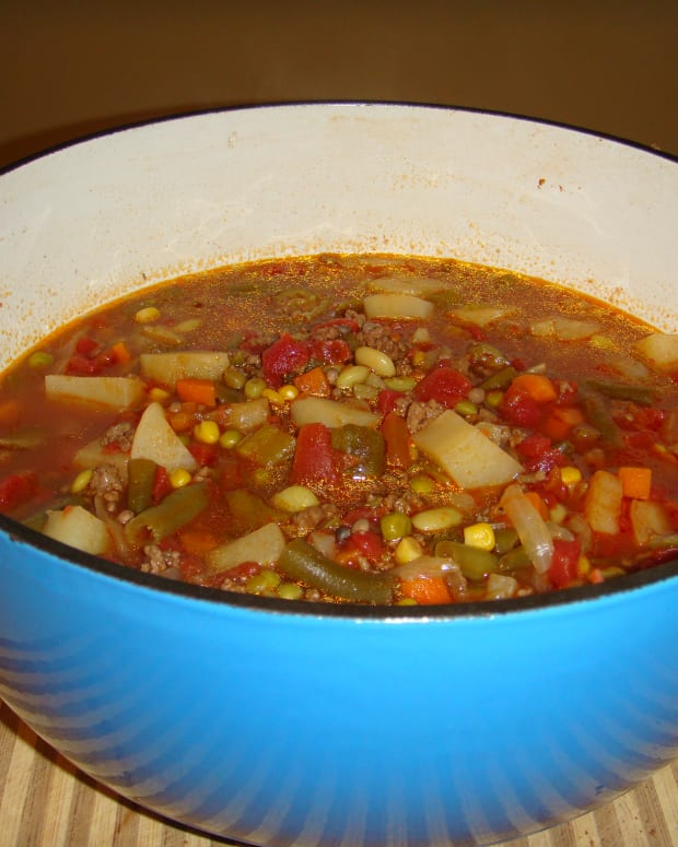 homemade-vegetable-soup-delicious-and-low-calorie
