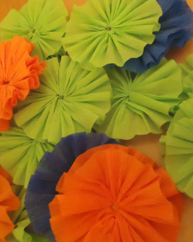 how-to-make-crepe-paper-rosettes
