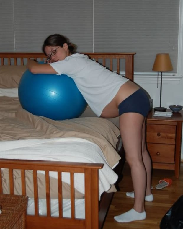 Standing in labour using a birthing ball