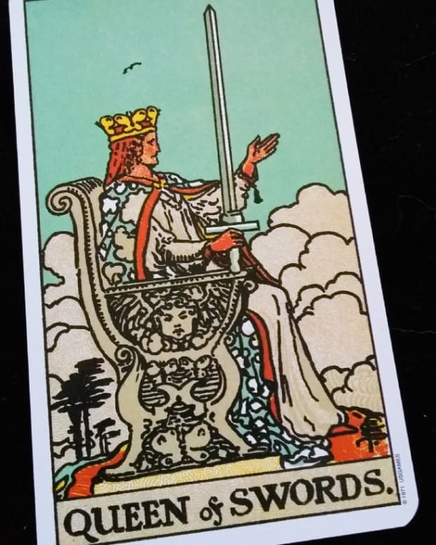 court-cards-queen-of-swords