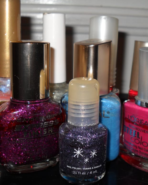 how-to-decorate-a-cell-phone-with-nail-polish