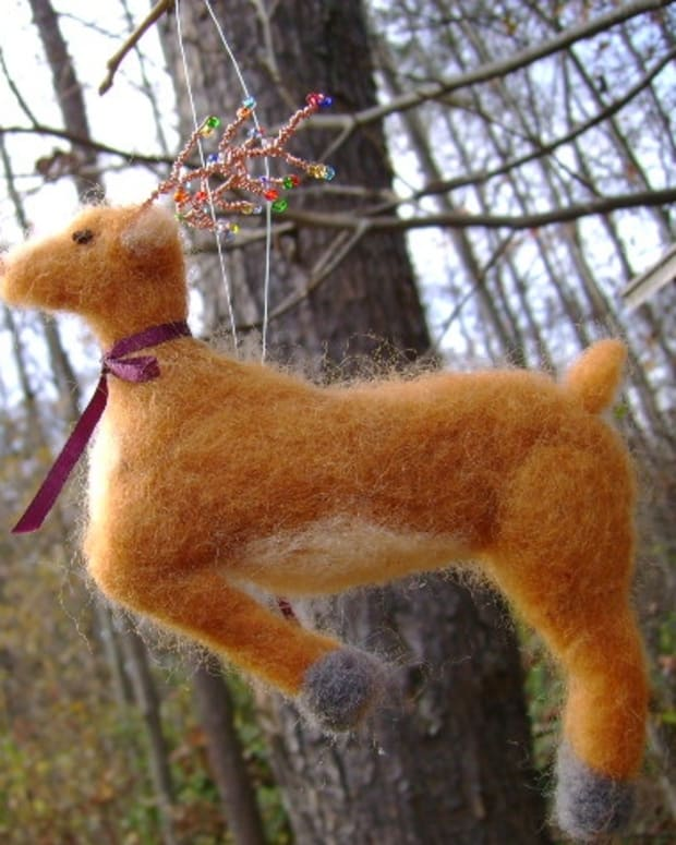 a-newbies-guide-to-needle-felting-a-reindeer-christmas-ornament
