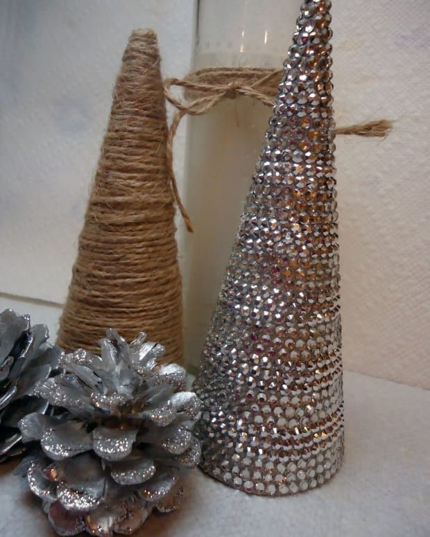 diy-holiday-home-decor-sparkly-rhinestone-covered-christmas-tree-cone