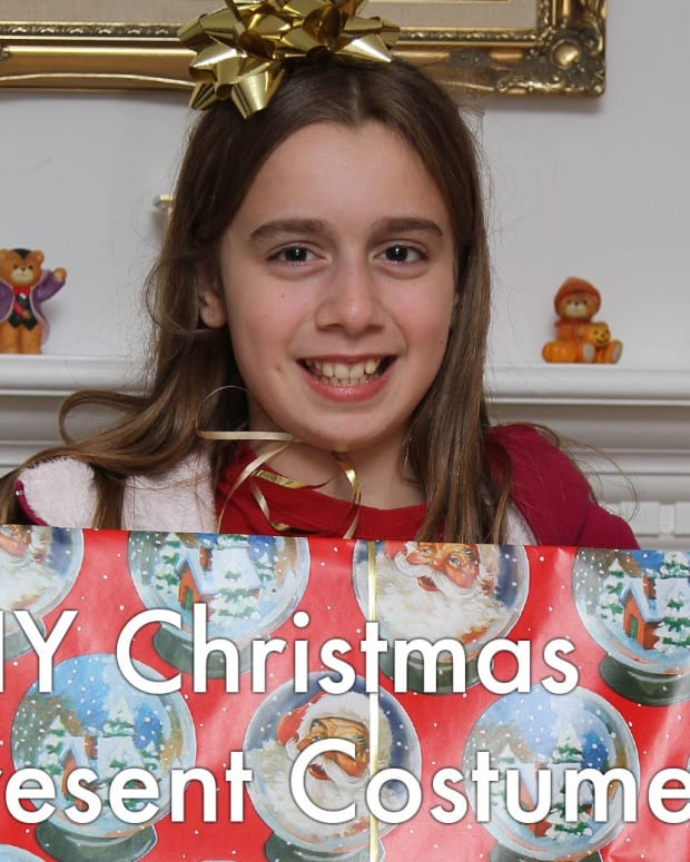 costumeschristmaspresentgiftbox