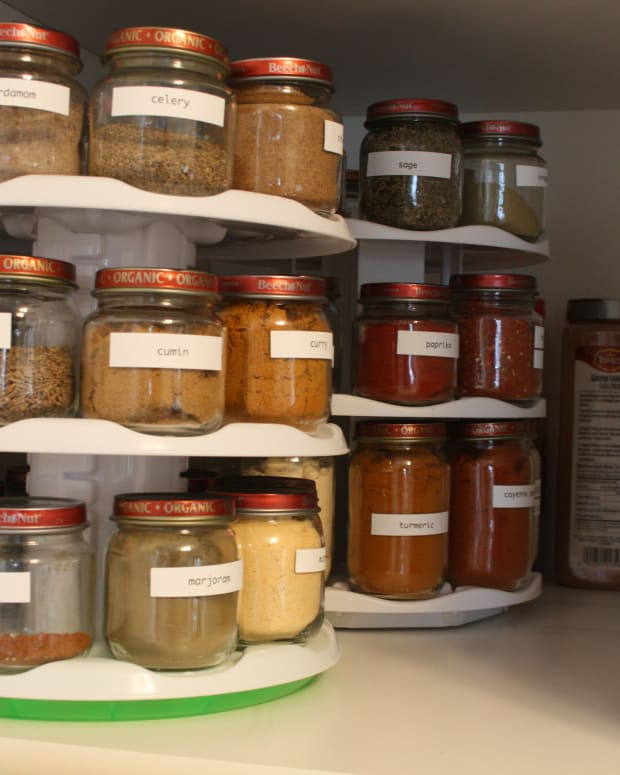 how-to-organize-your-spice-cabinet-or-drawer