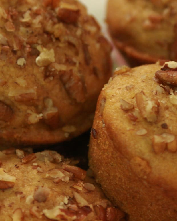 pumpkin-muffins-with-pecans