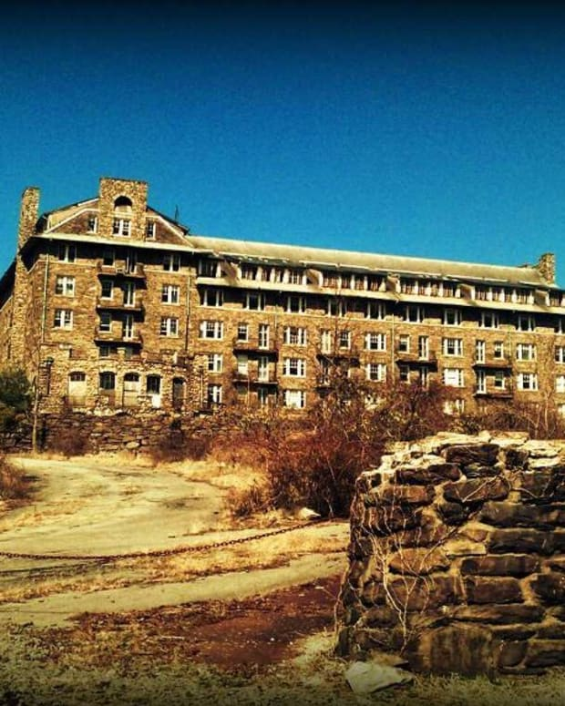 pocono-mountains-abandoned-honeymoon-resorts
