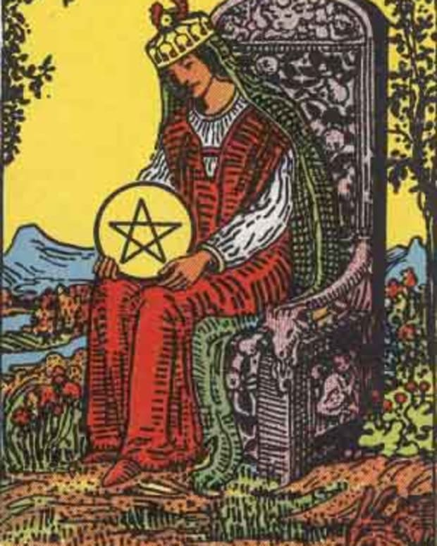 tarot-court-cards-queen-of-pentacles