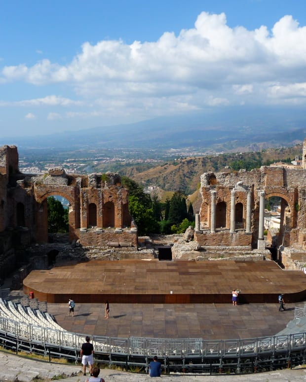visiting-the-ancient-greek-theatre-taormina-sicily