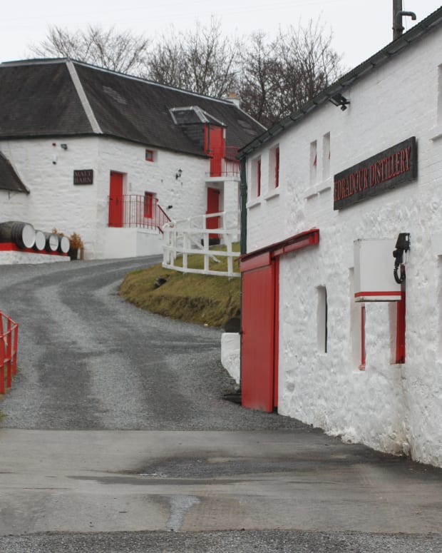 smallest-whisky-distillery-scotland-edradour