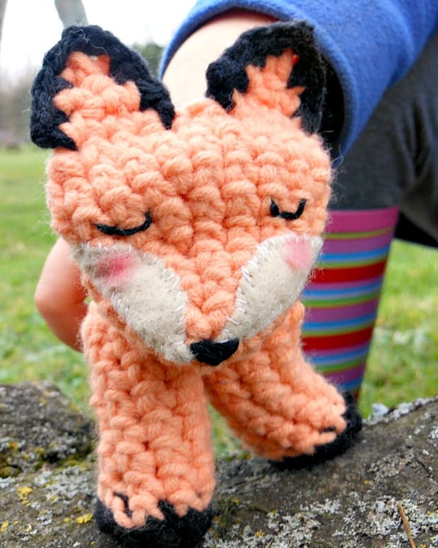 crocheted-fox-finger-puppet-free-pattern