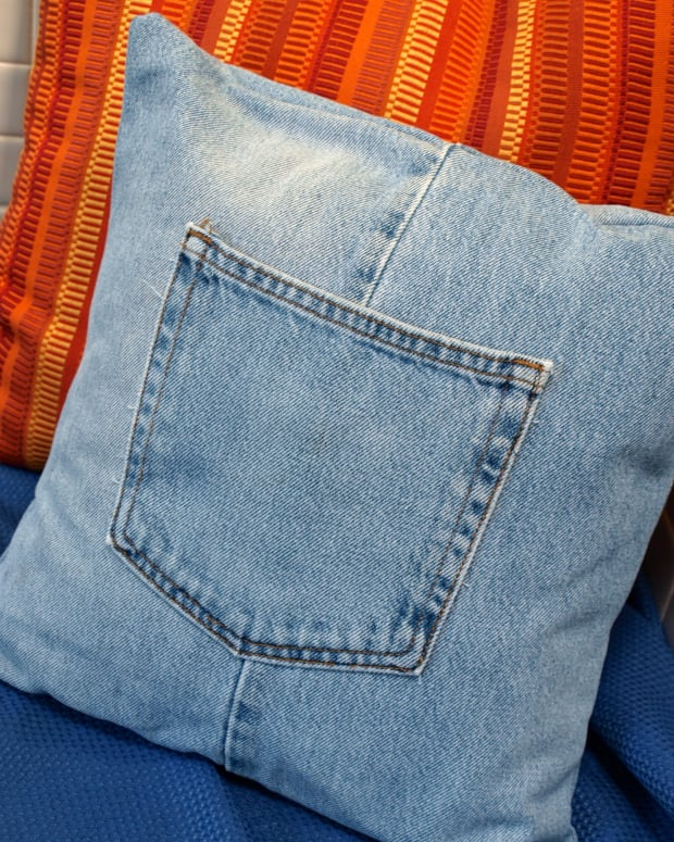 how-to-make-a-throw-pillow-cover-with-recycled-jeans