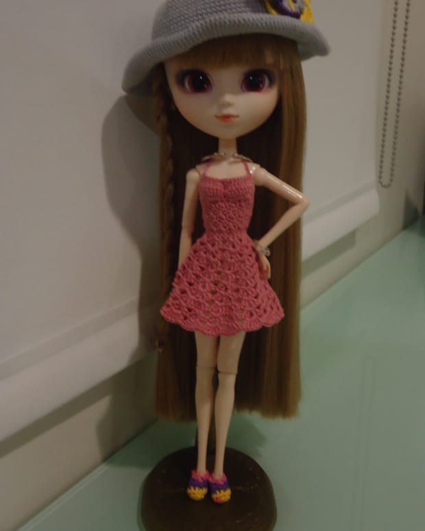pullip-backless-sundress-free-crochet-pattern