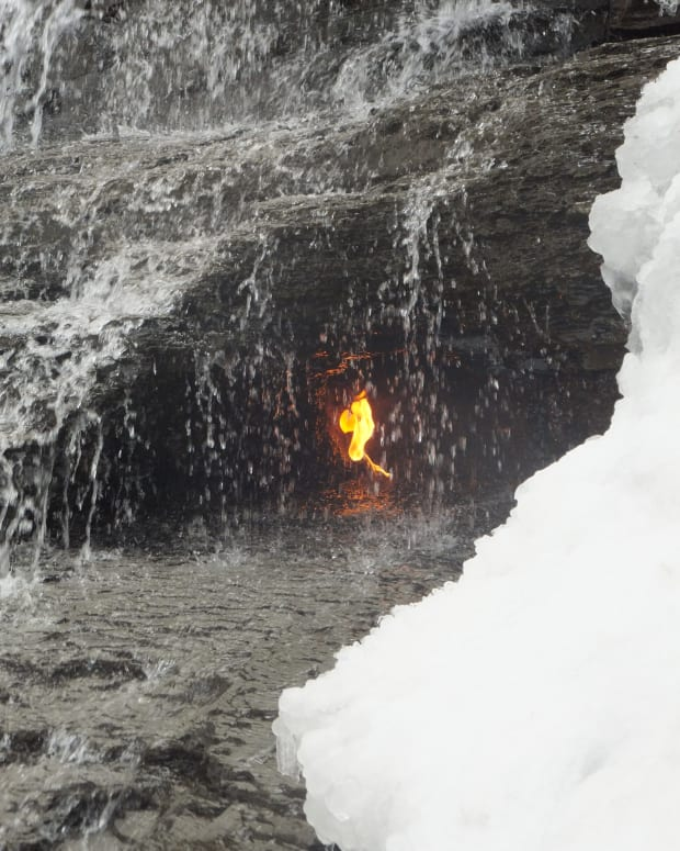 hiking-trail-to-the-eternal-flame-falls-at-chestnut-ridge-park