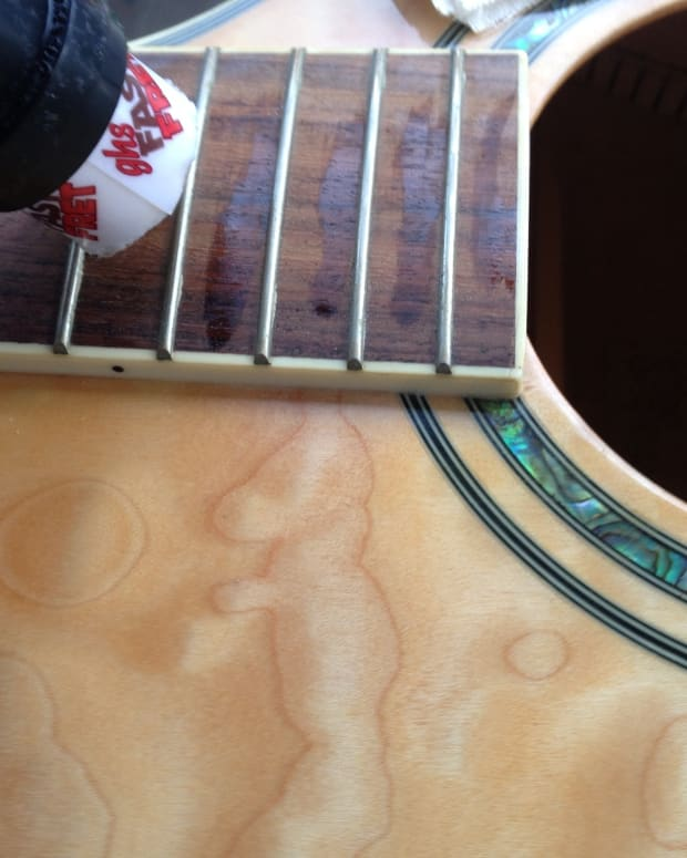 how-to-clean-and-polish-an-acoustic-guitar