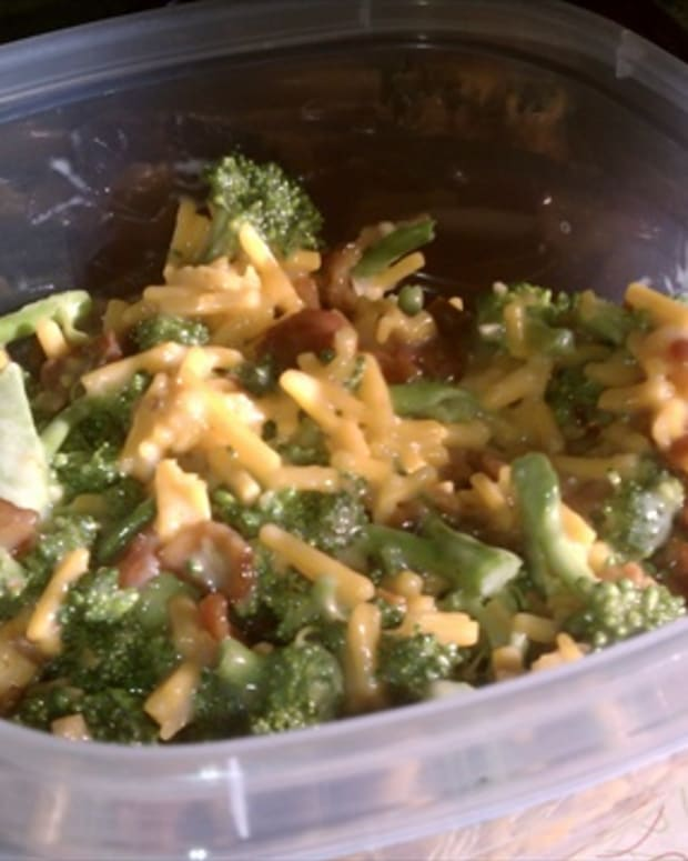 broccoli-salad-with-bacon-mayo-and-cheddar-cheese