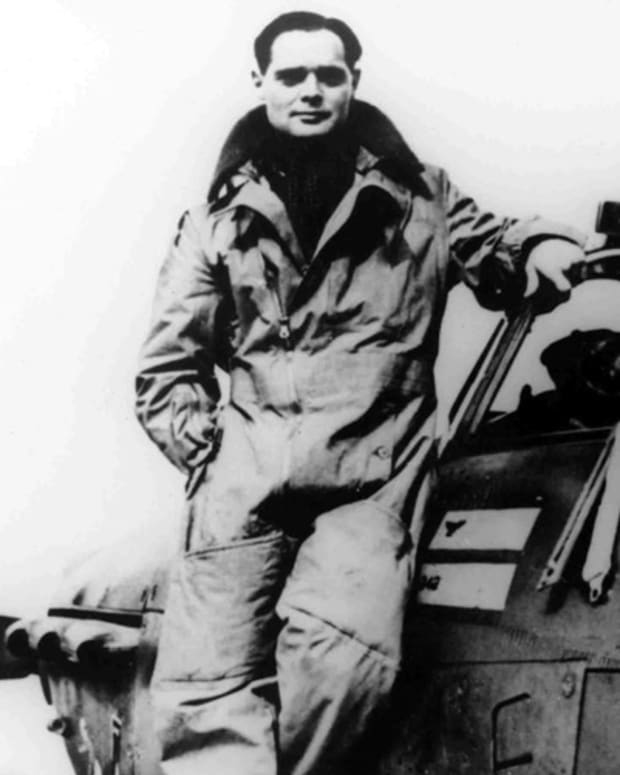 world-war-2-history-legless-pilot-in-the-raf
