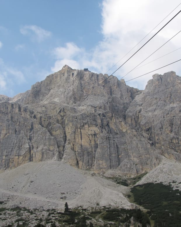 lagazuoi-cable-car-falzarego-pass
