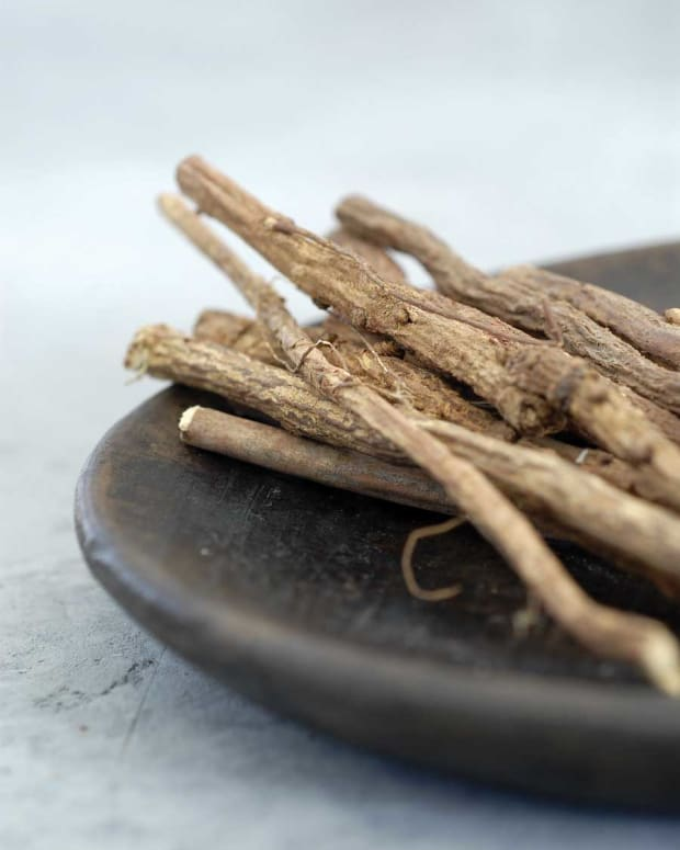 the-power-of-licorice-healthy-hair-benefits