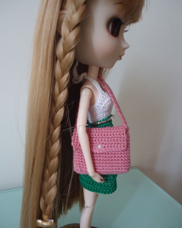 barbie-laptop-messenger-bag-free-crochet-pattern