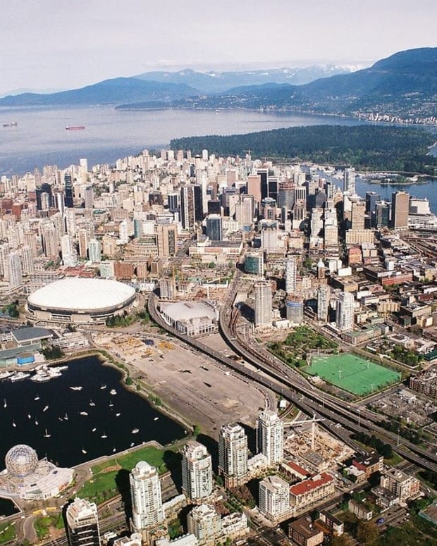 downtown-vancouver-bc-landmarks-photos-and-facts