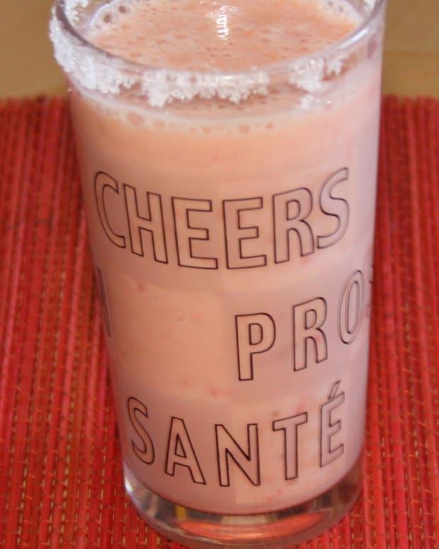 how-to-make-banana-strawberry-yogurt-smoothie