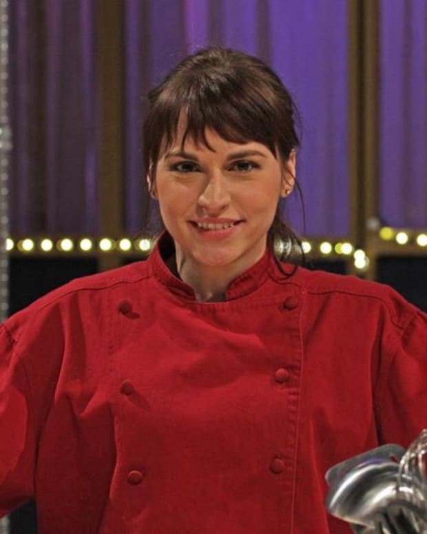 the-most-gorgeous-waitresses-in-gordon-ramsays-kitchen-nightmares