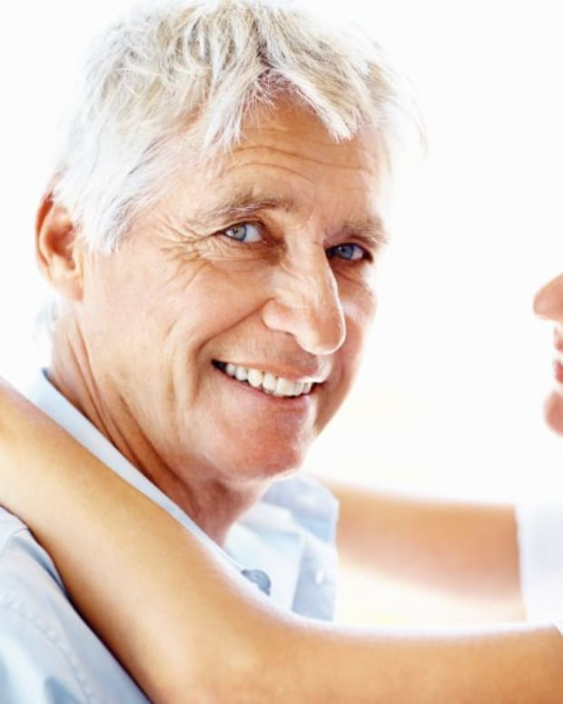 5-reasons-older-men-prefer-younger-women