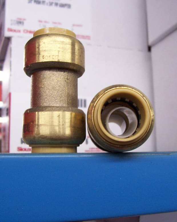 anyone-can-fix-a-leaking-water-pipe-fast-and-easy