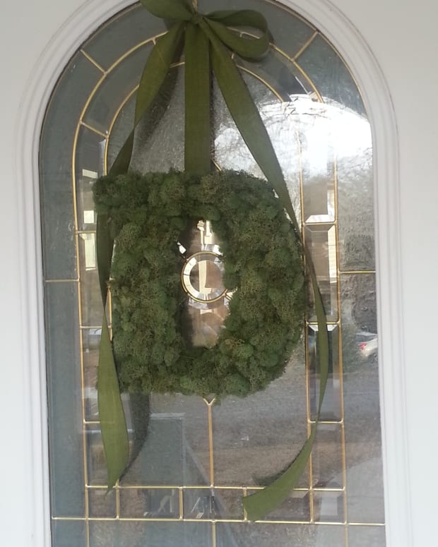how-to-make-a-moss-covered-monogram-wreath