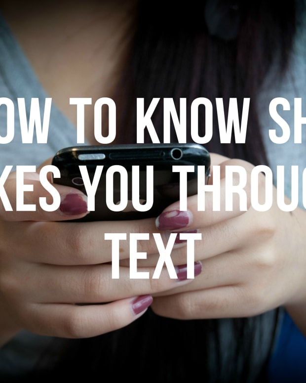 signs-she-likes-you-through-texting