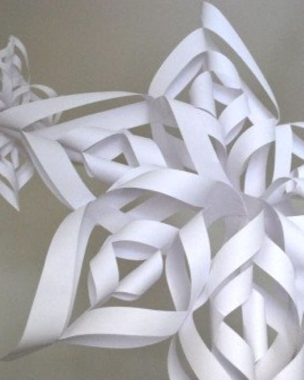 how-to-make-an-easy-but-effective-paper-snowflake