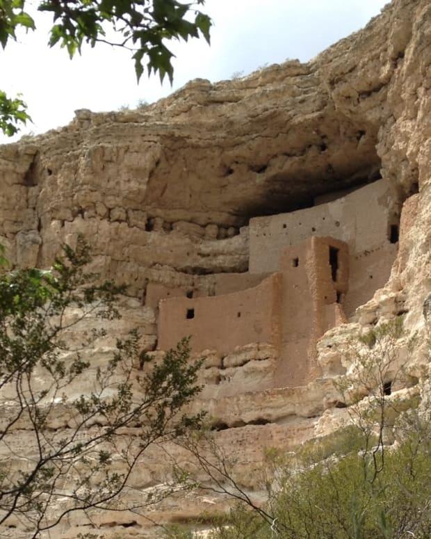 montezuma-castle-pre-columbian-cliff-dwelling