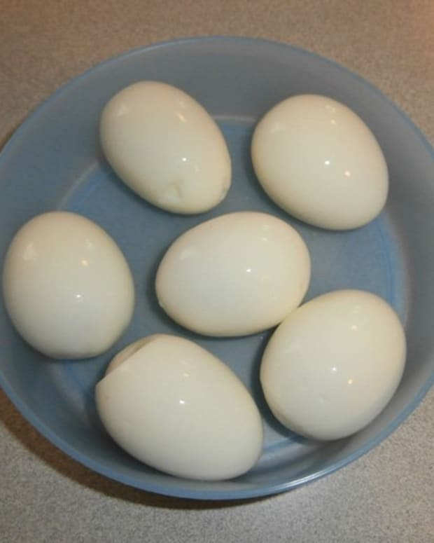 easiest-way-to-peel-a-hard-boiled-egg