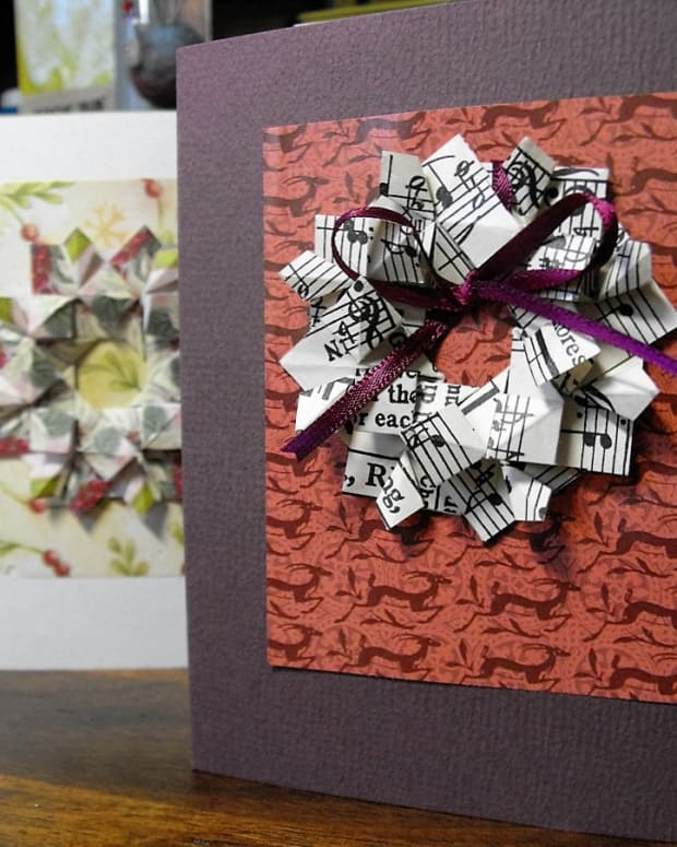 how-to-make-paper-folding-christmas-wreaths
