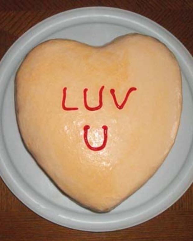 how-to-make-a-conversation-heart-ice-cream-cake