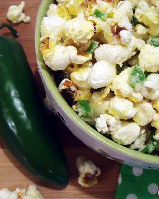 jalapeno-garlic-and-parmesan-cheese-popcorn