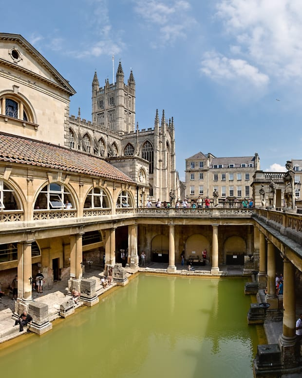 the-roman-baths-in-somerset-a-hot-spring-and-a-goddess