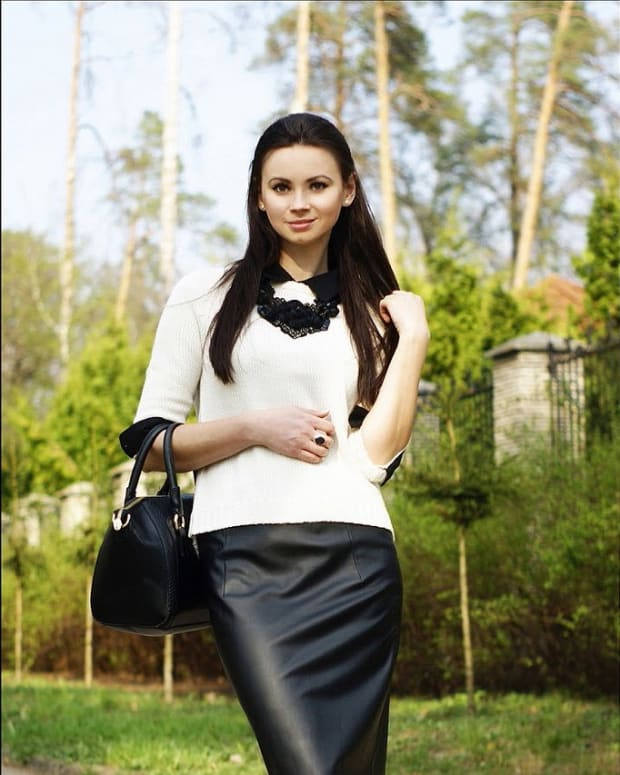 what-to-wear-with-a-leather-skirt