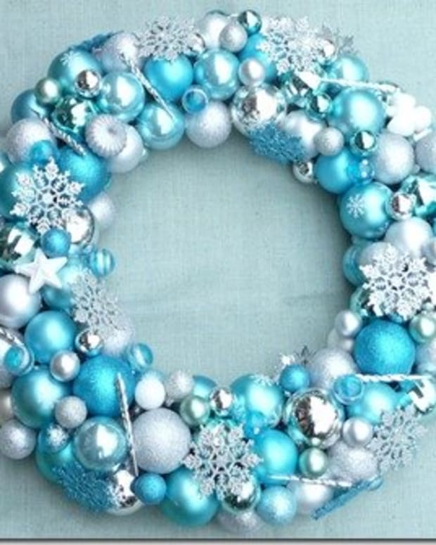 how-to-make-a-christmas-ornament-wreath