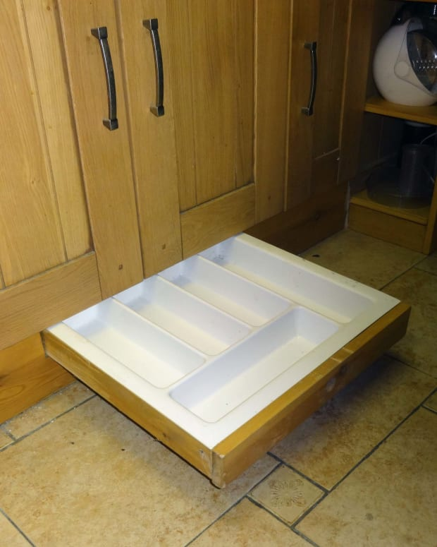 how-to-make-a-kitchen-plinth-drawer