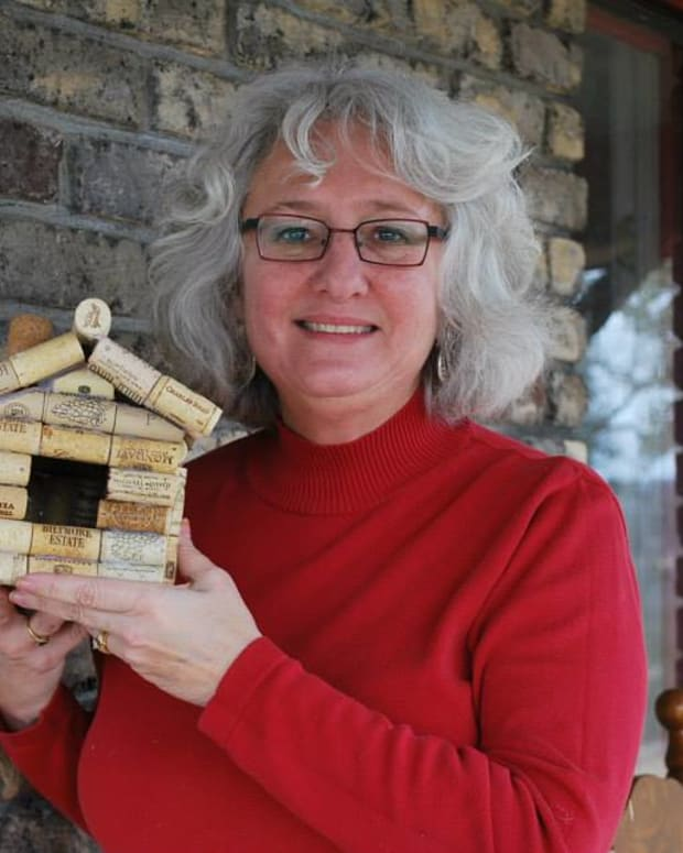 how-to-make-a-wine-cork-bird-house