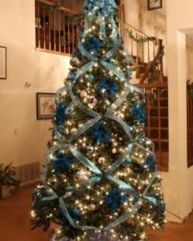 criss-cross-ribbon-christmas-tree