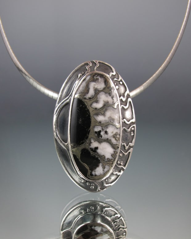 designing-from-the-stone-lisa-barth-s-fabulous-bezel-setting-techniques-in-metal-clay