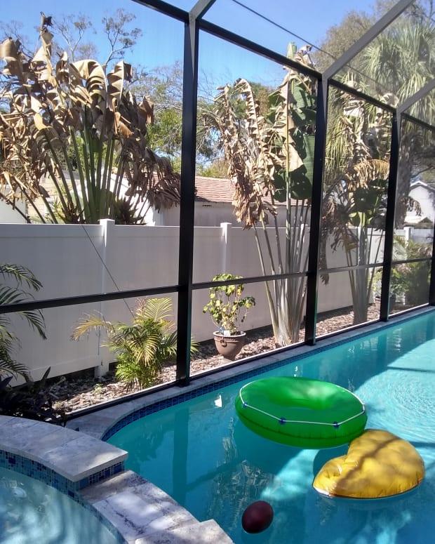 swimming-pool-screen-enclosures-benefits-and-disadvantages