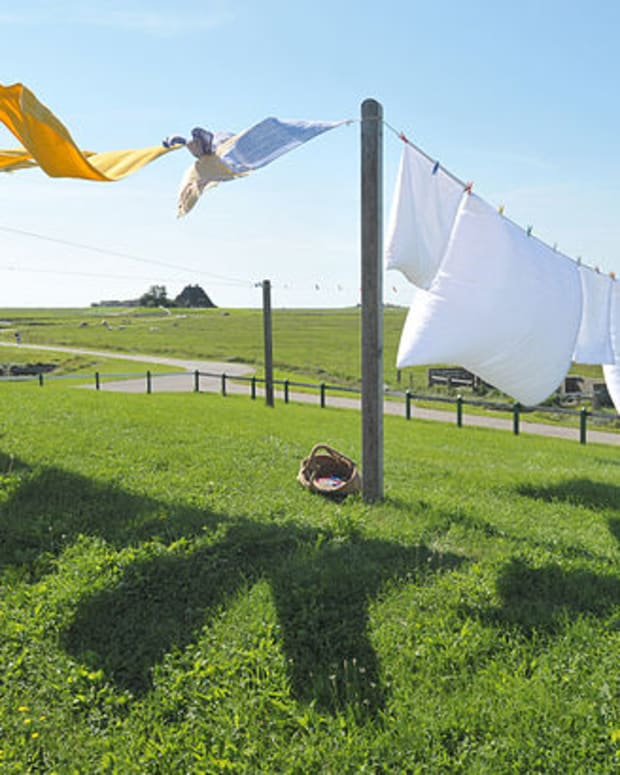 how-to-wash-laundry-without-electricity
